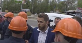 В Киеве активисты поймали сепаратиста, который руководил рейдерами (ВИДЕО)