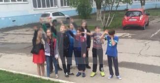 """Деды в шоке! В Ростове толпа школьников """"зиганула"""" в честь дня рождения Гитлера (ФОТО)"""