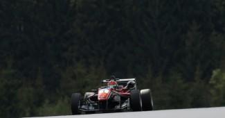 Жуткая авария в Формуле: двое гонщиков доставлены в больницу (ВИДЕО)