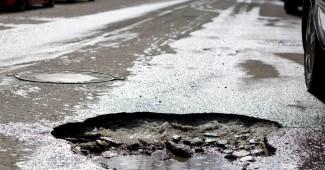 Правительство пообещало залатать ямы на дорогах до 15 июня