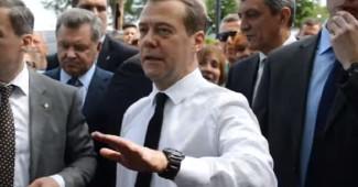 """ЮМОРИСТИЧЕСКИЙ РАЗРЫВ: Хит сети, клип на суперспич Медведева """"Просто денег нет"""" (ВИДЕО)"""
