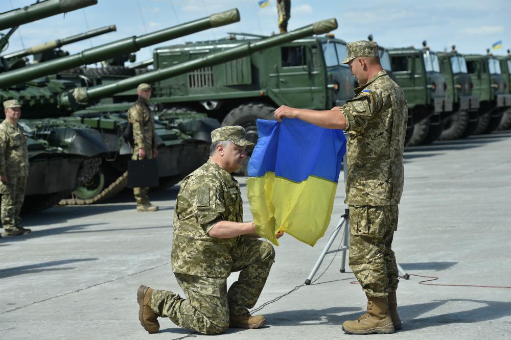 Стало известно сколько украинцев согласилось пойти служить на контракт в ВСУ