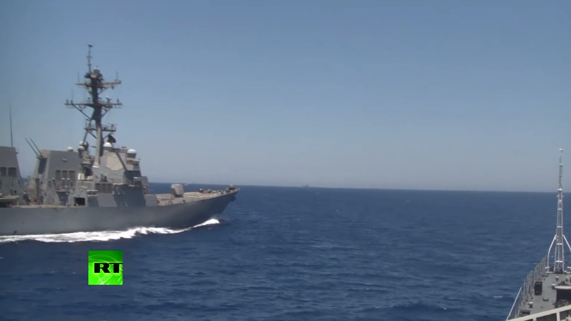 СРОЧНО! В Средиземном море американский эсминец едва не потопил российский сторожевой корабль — ситуация накалена до предела (ВИДЕО)