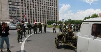 """Пьяная сварка во время совещания главарей """"ДНР"""" завершилась стрельбой, приехало множество скорых"""