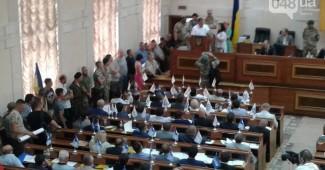 СРОЧНО! Добровольцы АТО ворвались в здание Одесского облсовета и сорвали сессию (ФОТО)