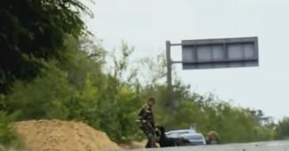ВИДЕО с флешки убитого боевика! ВСУ крошит блокпост боевиков, десятки убитых (ВИДЕО 18+)