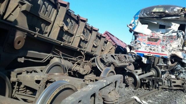 ЭКСТРЕННОЕ СООБЩЕНИЕ! Под Червонопартизанском столкнулся грузовой и пассажирский поезд с вояками ВС РФ — море крови и погибших