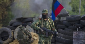 """Pro-Russian separatists guard a checkpoint near the town of Slaviansk in eastern Ukraine May 2, 2014. Ukraine launched a """"large-scale operation"""" to retake the eastern town of Slaviansk, pro-Russian separatists there said on Friday, in an escalation of violence in what has become the worst confrontation between Russia and the West since the Cold War. REUTERS/Baz Ratner (UKRAINE - Tags: POLITICS CIVIL UNREST)"""