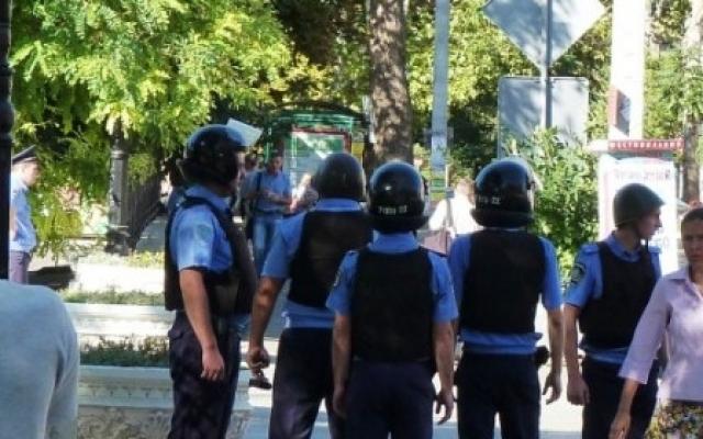 Взрывы и стрельба в центре Херсона! Полиция оцепила площадь вокруг драмтеатра (ВИДЕО)