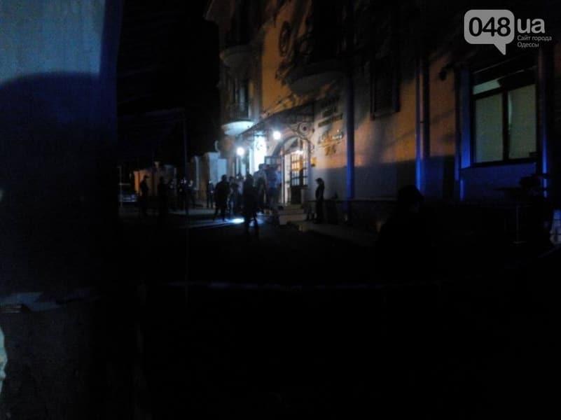 СРОЧНО! В Одессе неизвестные захватили отель с заложниками, идет стрельба (ВИДЕО)