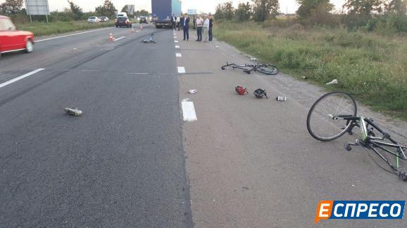 Ужасное ДТП под Киевом. Грузовик сбил группу велосипедистов, есть погибшие