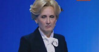 Угар интернета! Во время дебатов на России, представительницу от партии Путина атаковали насекомые (ВИДЕО)