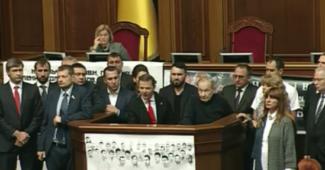 СРОЧНО! В Раду принесли проект импичмента Порошенко! Радикал Шухевич хотел озвучить (ФОТО + ВИДЕО)