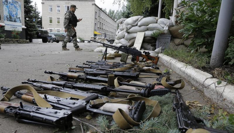 После-захвата-сепаратистами-военной-базы-украинской-армии-в-Донецке-27-июня-2014-года-