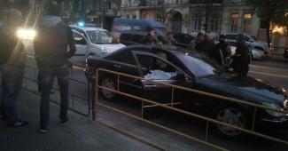 В центре Киева силовики снова огнем остановили автомобиль (ВИДЕО)