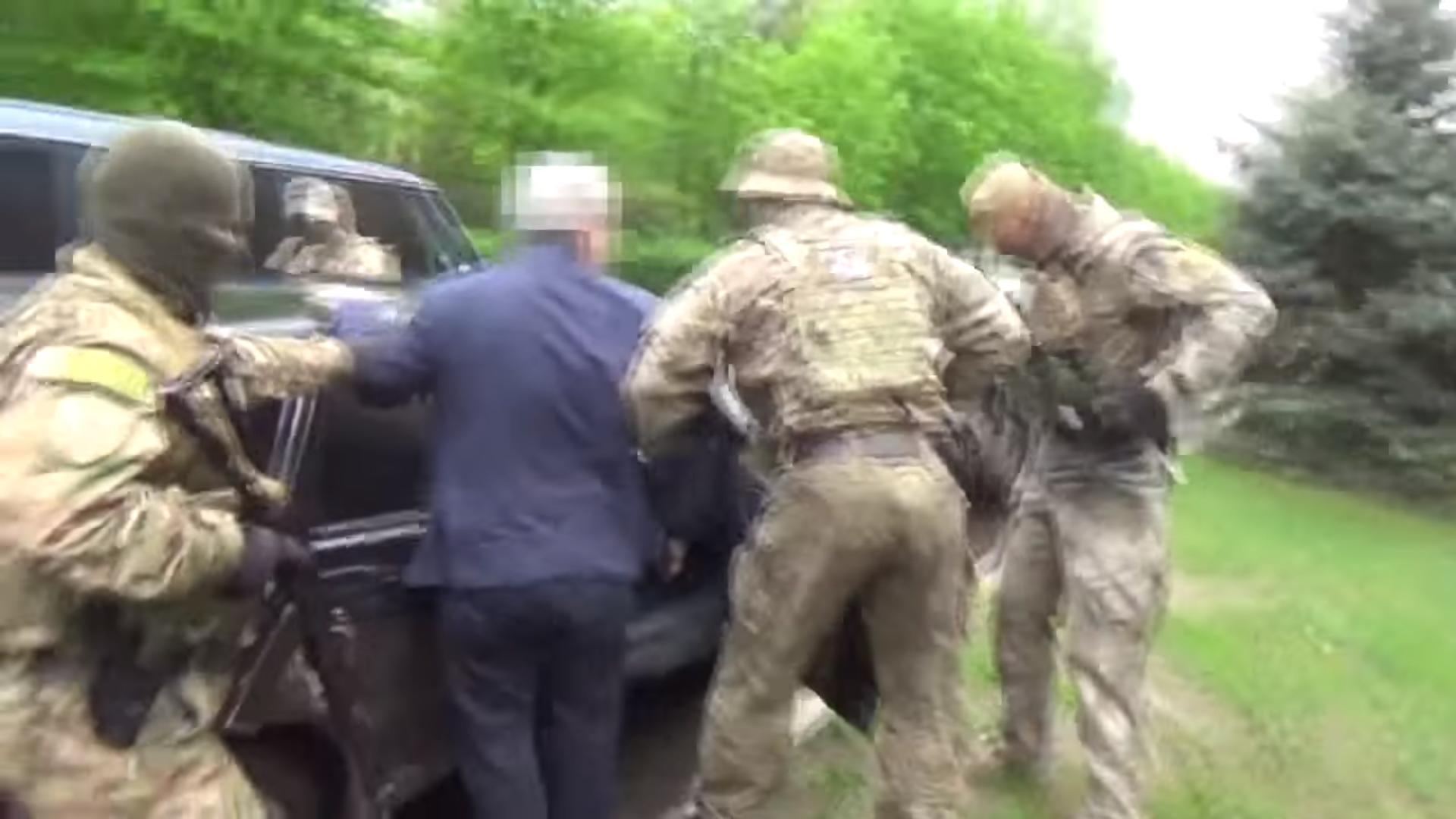 Спецслужбы задержали в зоне АТО на взятке нардепа (ОПЕРАТИВНОЕ ВИДЕО)