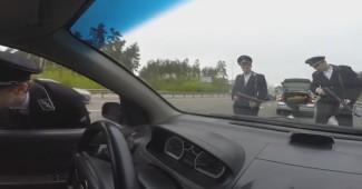 На въезде в Киев националисты едва не расстреляли автомобиль с русскими номерами (ВИДЕО РАЗРЫВАЕТ ИНТЕРНЕТ)