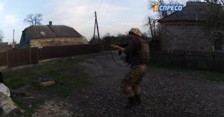 Силы АТО выложили кадры ожесточенного боя с боевиками в Марьинке (ВИДЕО)