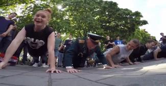 В Днепропетровске ветеран порвал молодёжь (ВИДЕО)