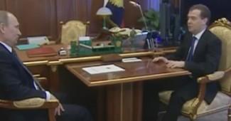 РАЗРЫВ ИНТЕРНЕТА! Путин так орал на Медведева, что премьер не удержался и громко перднул (ВИДО)