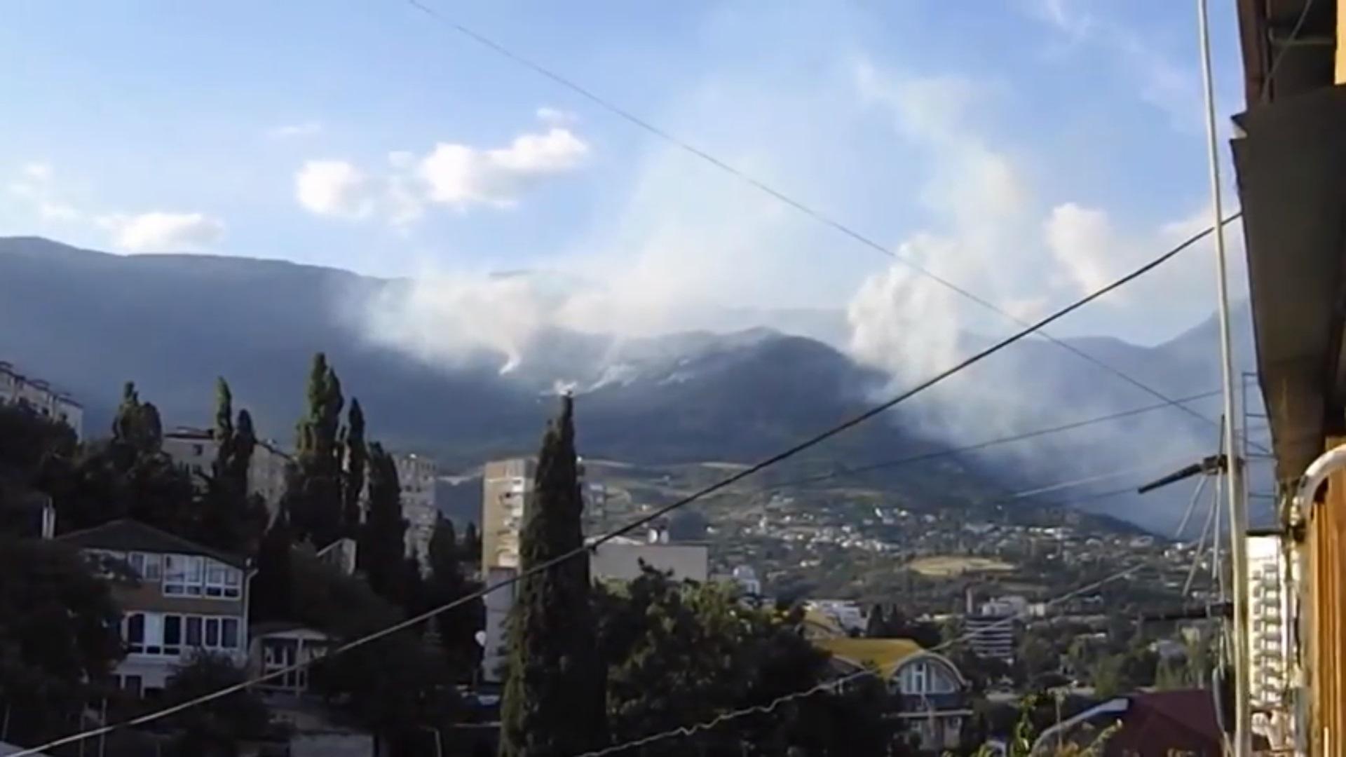 СРОЧНО! В Крымских горах возле Ялты пытаются спасти в лестном пожаре известного российского актера Пореченкова (ВИДЕО)