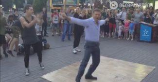 Просто разрыв! Ляшко станцевал в Киеве с брейкдансерами и сорвал аплодисменты (ВИДЕО)