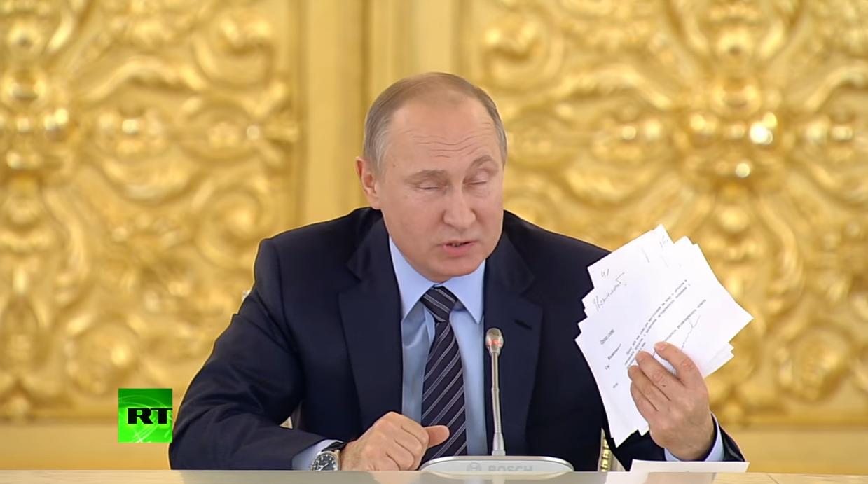 ЖЕСТЬ! Путин обоср*лся во время заседания правительства РФ! Прихватив бумаги попросил прерваться ссылаясь на звонок (ВИДЕО)