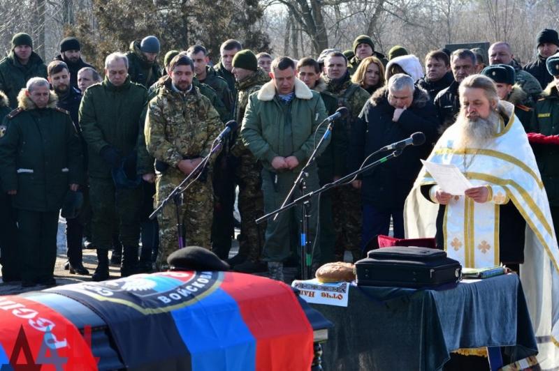 В Донецке на могиле Захарченка странные резкие изменения: интернет взорвался комментариями и догадками (ФОТО)